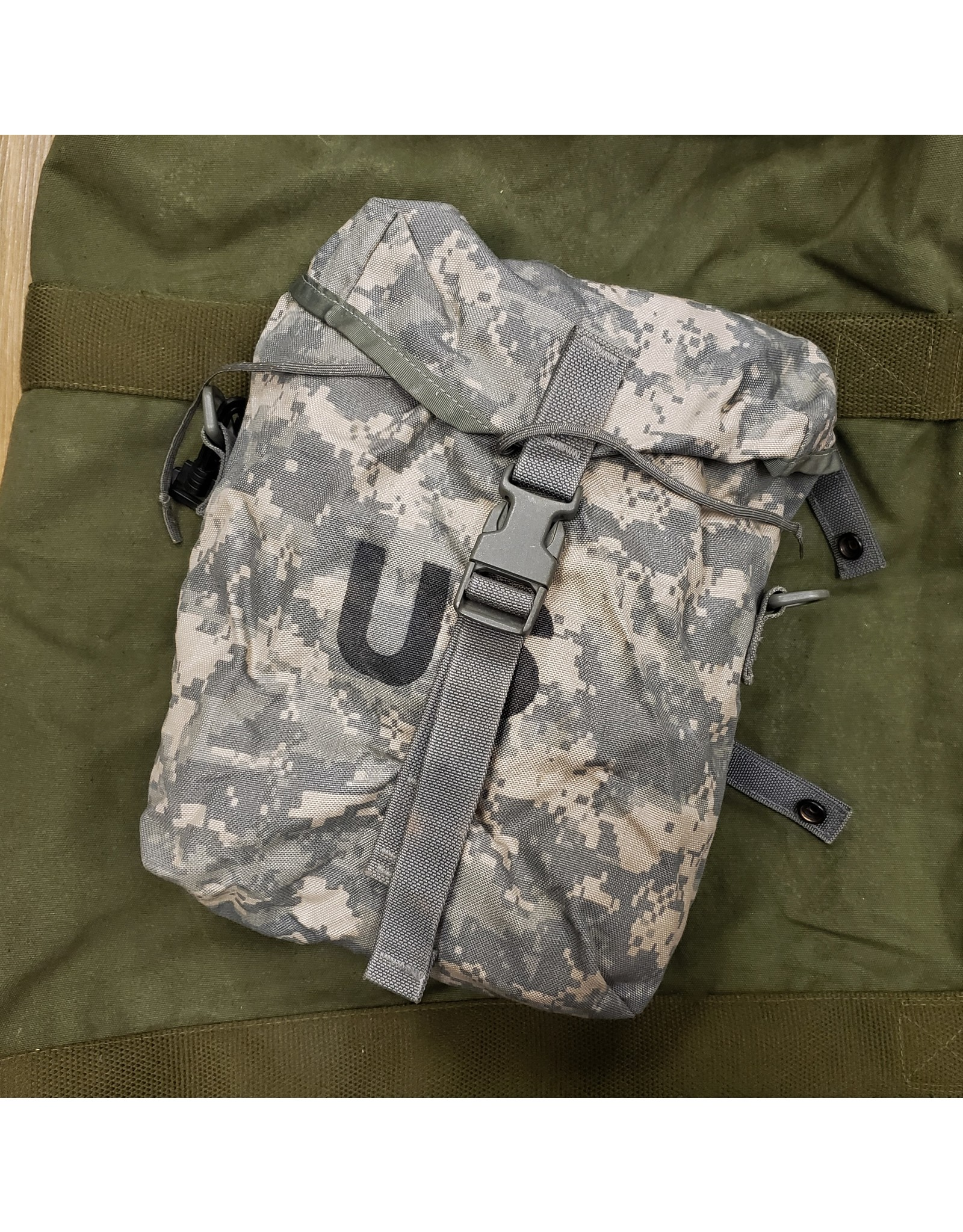 WORLD FAMOUS SALES U.S. ACU SUSTAINMENT POUCH USED