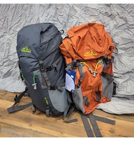 WORLD FAMOUS SPORTS THE ARCHES 35  LITER INTERNAL FRAME PACK