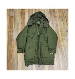 CANADIAN SURPLUS CANADIAN EXTREME COLD WEATHER PARKA (LIKE NEW)