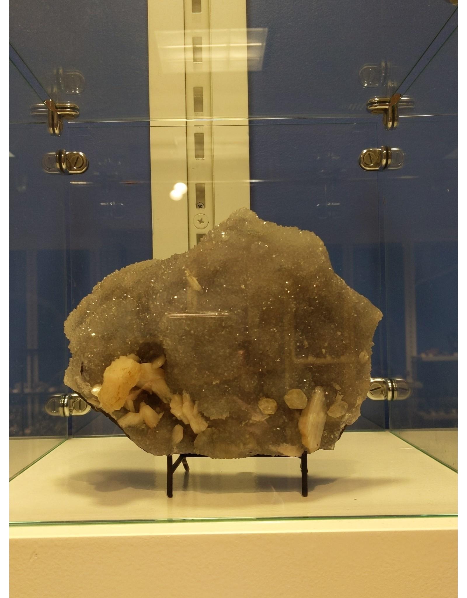 Stilbite, Apophyllite and Quartz (India)