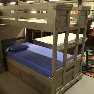 AMERICAN WDCRFT TWIN BUNK W/TRUNDLE STONEBEOOK ANT. GRAY