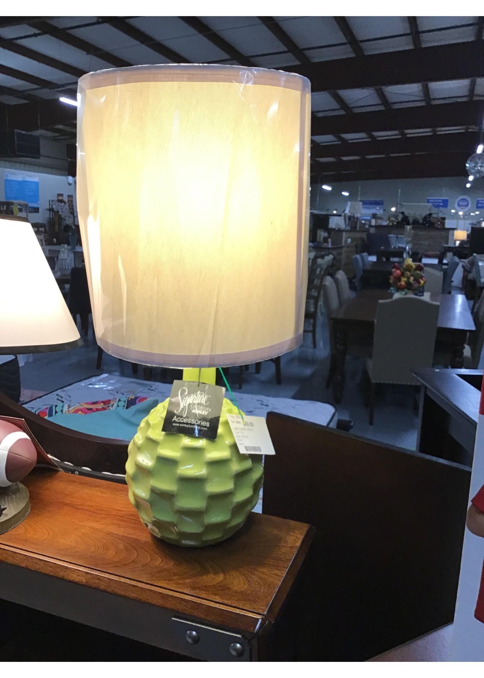 ASHLEY SONDRE LAMP IN GREEN