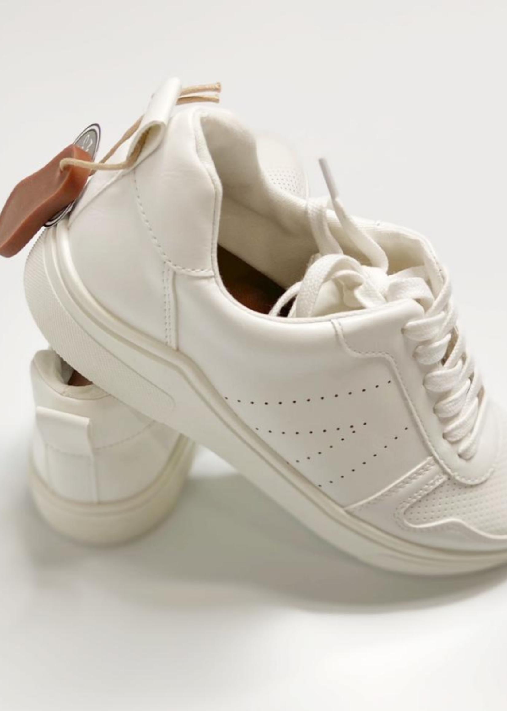 Mia Avi Sneaker - White