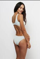 Lira Lira, Jenna Bottom