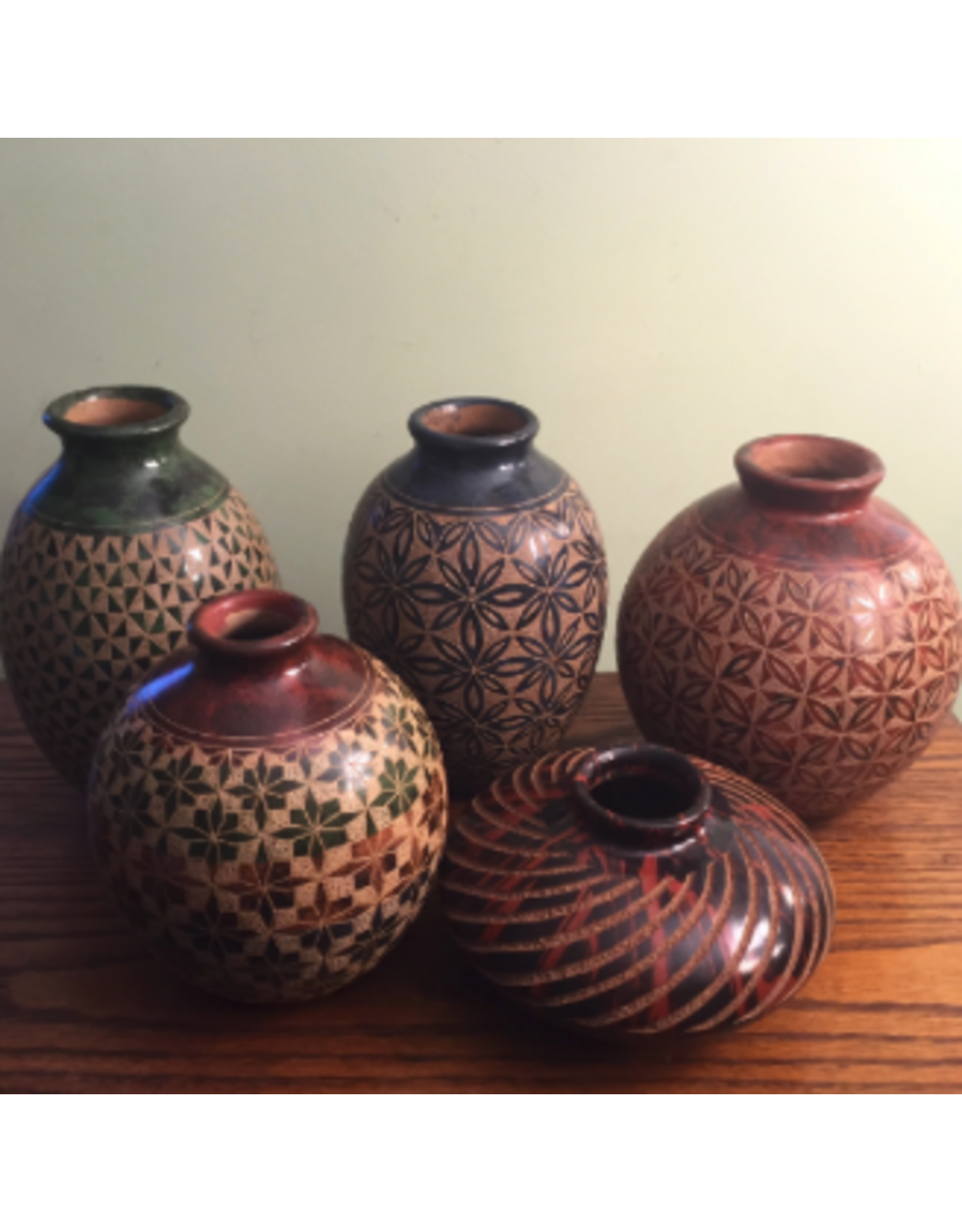 "Mundo Handmade Vase (Assorted Designs,  4.5""H x 4""D.)"