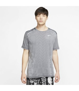 NIKE Men's Techknit Wild Run Short Sleeve