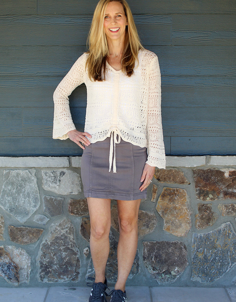 SIMPLE STRETCH SKIRT- Black or Gray