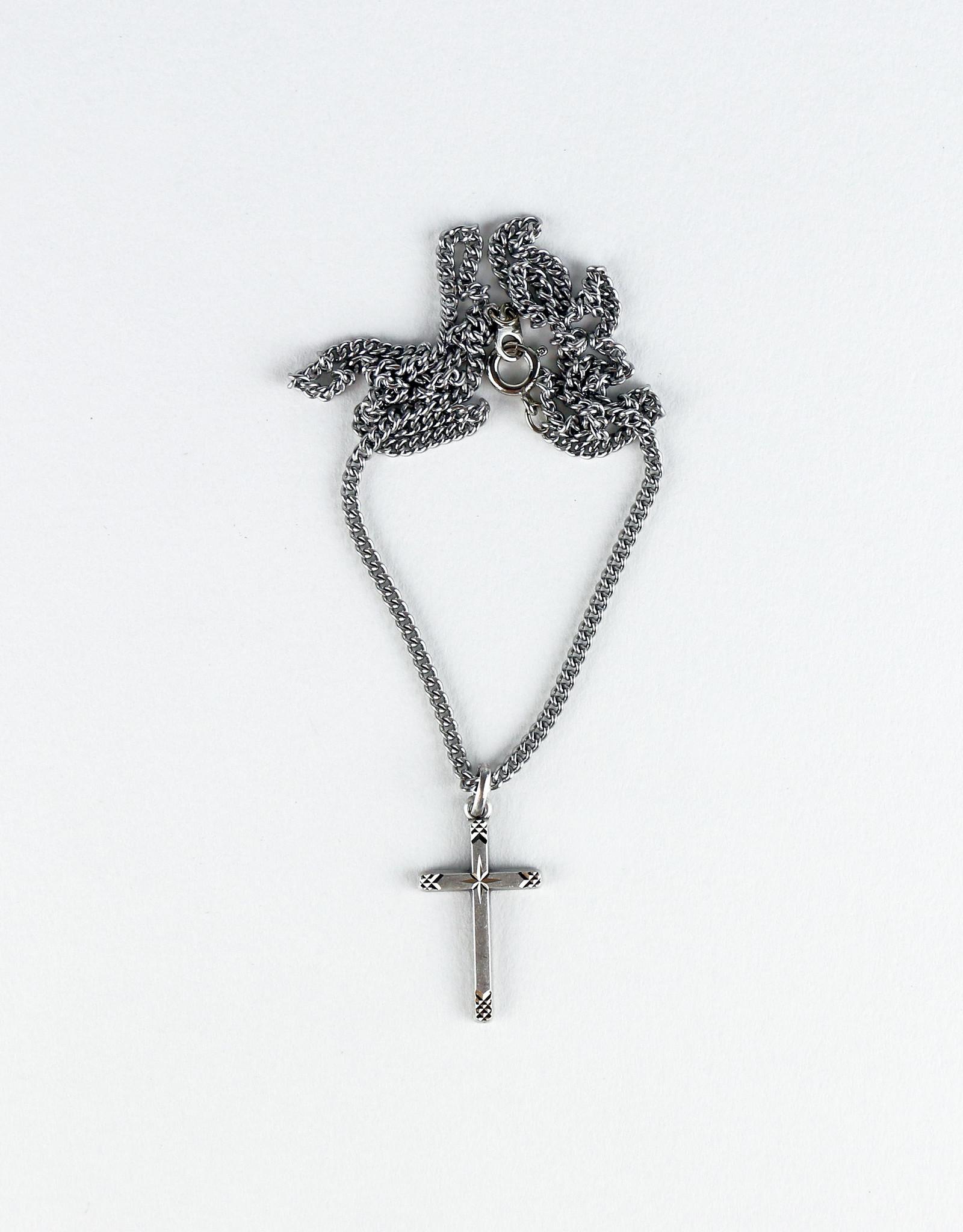Croix étoilée sur chaîne