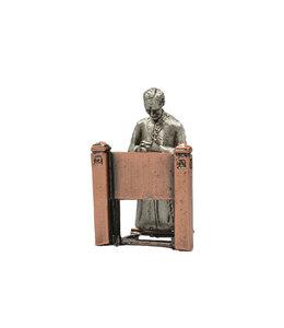 Statue saint frère André agenouillé sur prie-Dieu