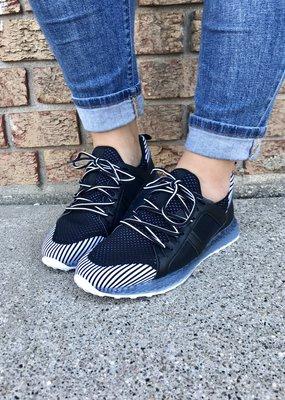 LA Shoe King Color Block Sporty Sneakers - Black & White