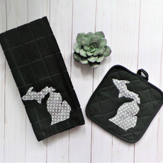 Plaid Spirit Michigan Polka Dot Towel & Pot Holder Set