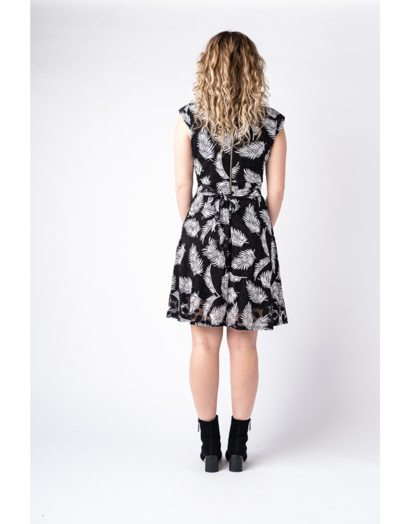 Papillon Dot and leaf lace dress with cap sleeves