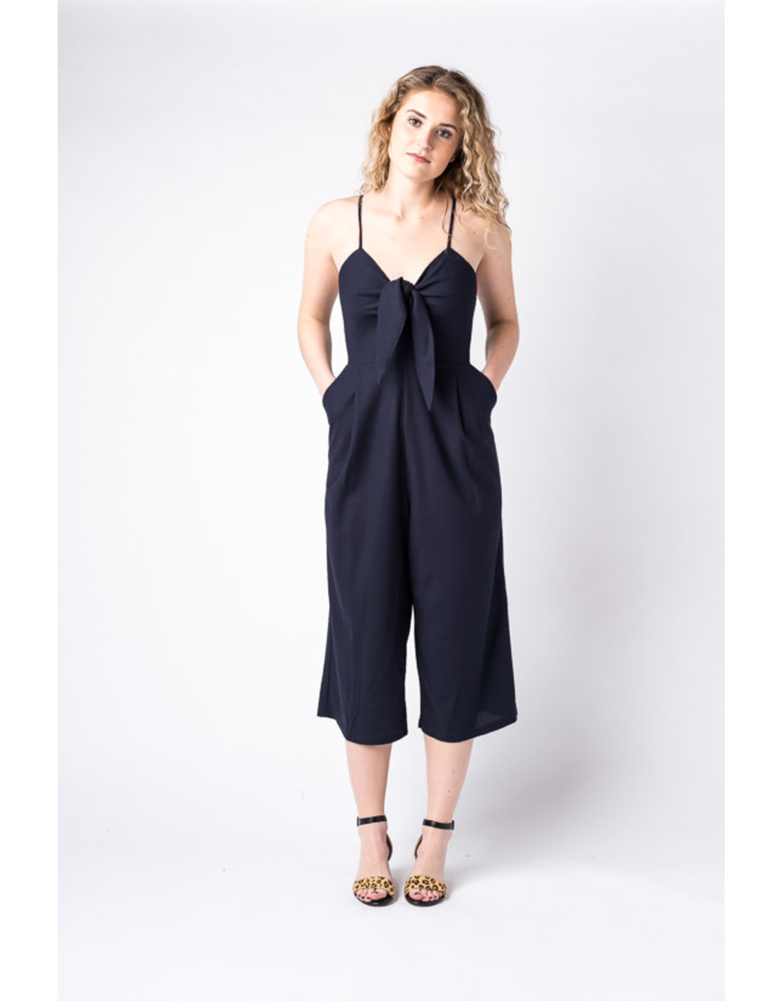 Papillon Cropped jumpsuit with tie bust