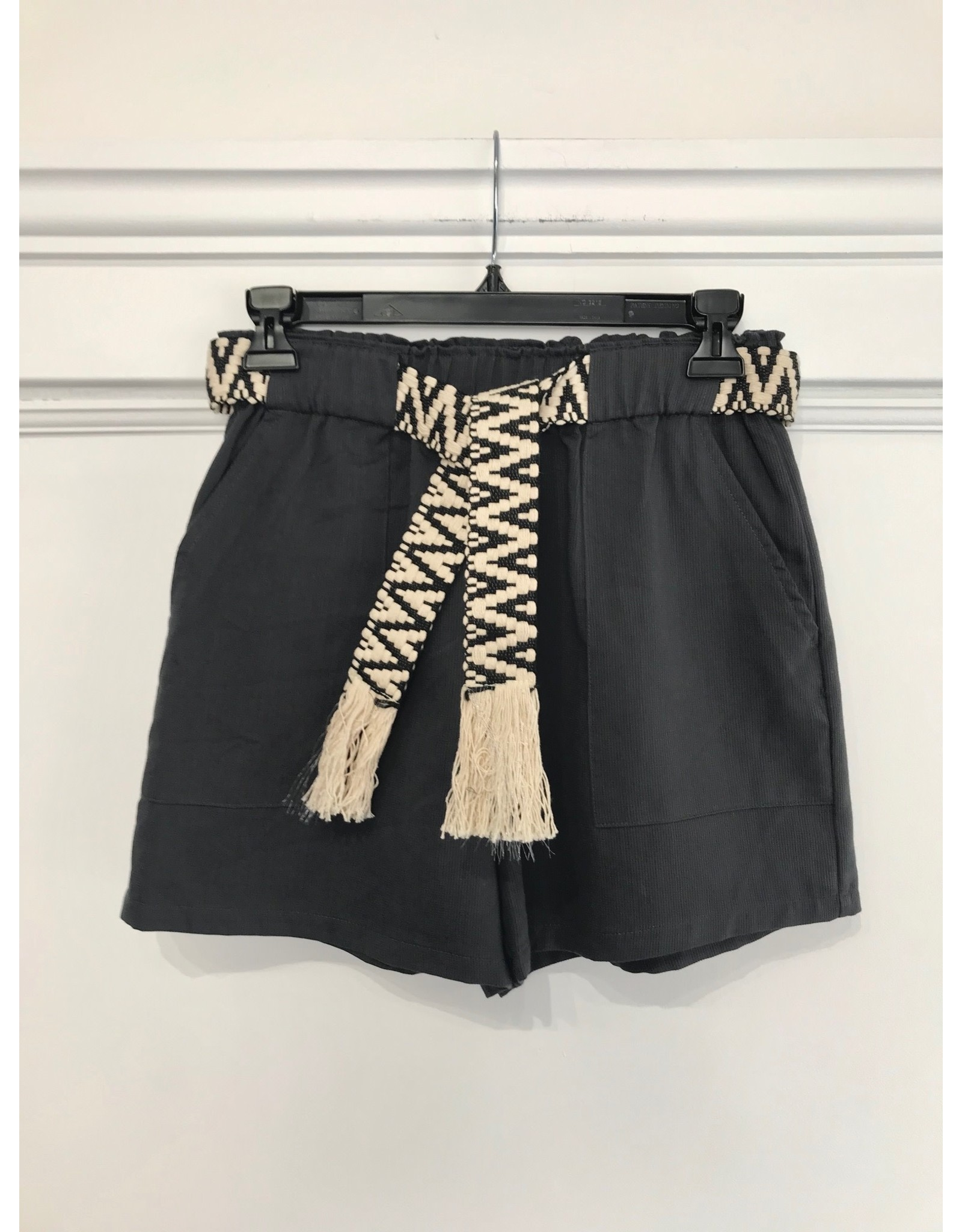 See U Soon See U Soon - Shorts with woven belt (gray)
