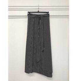 Yest Kim - Asymmetric hem skirt