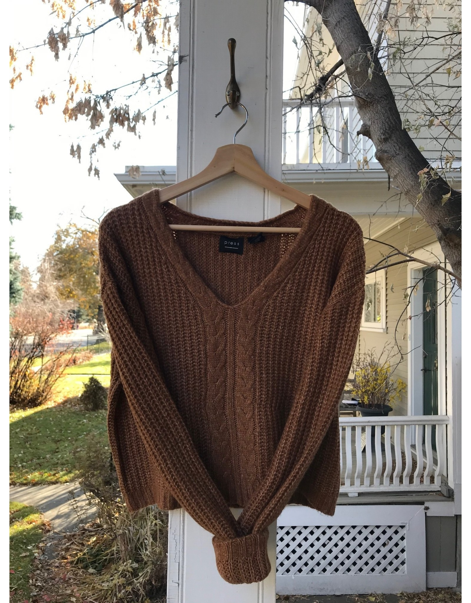 Press Pullover with cable stitch (caramel mix)