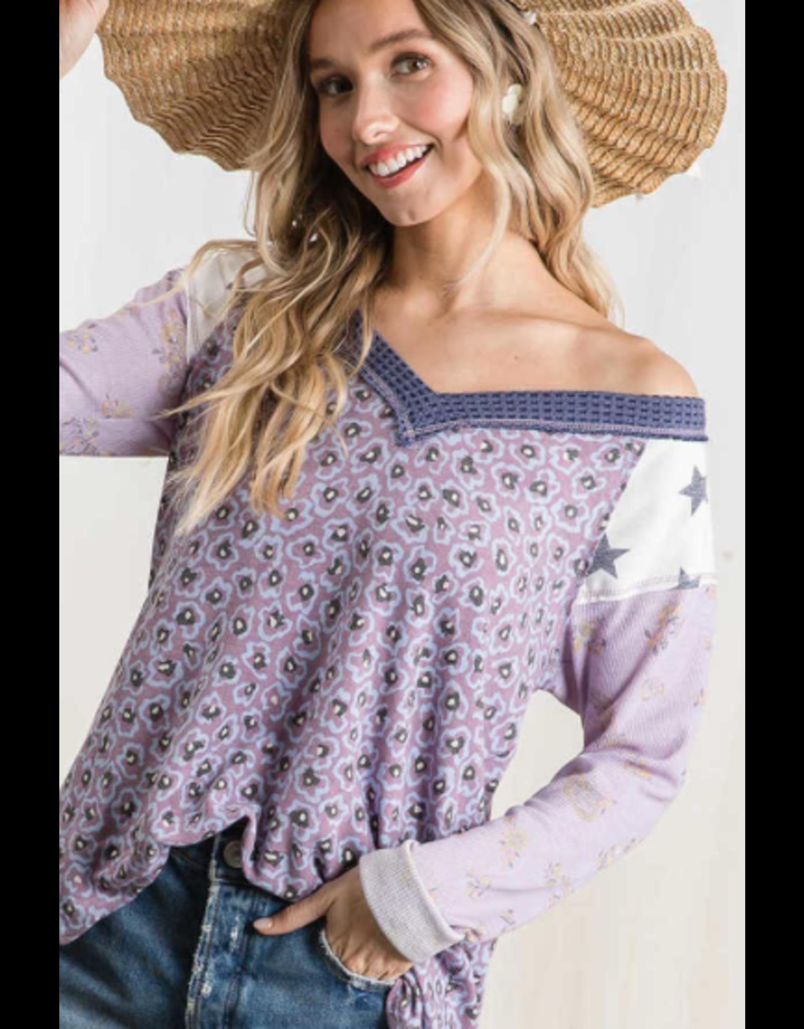 Libby - Contrast print V neck top