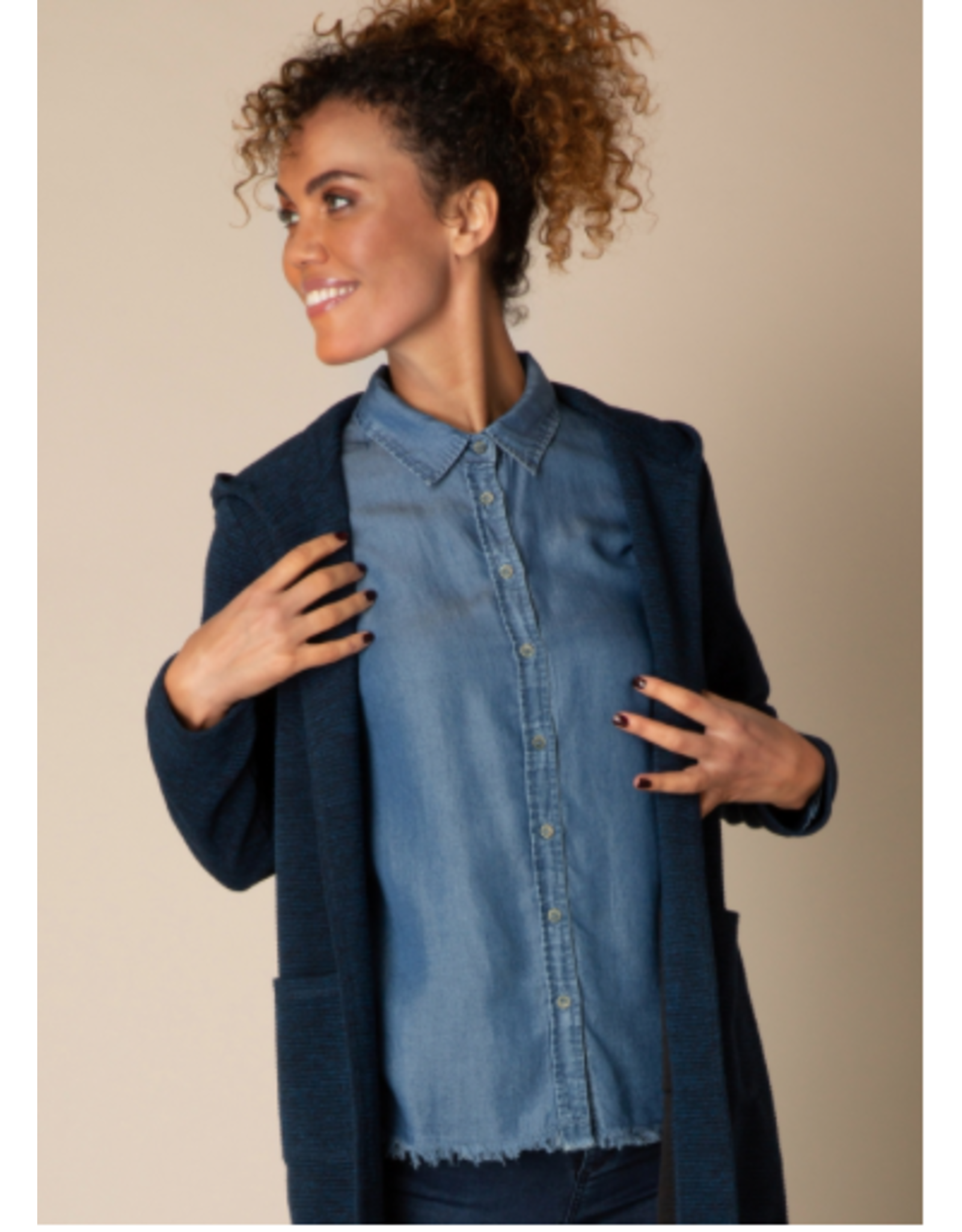 Yest Yest - Raw edge chambray top