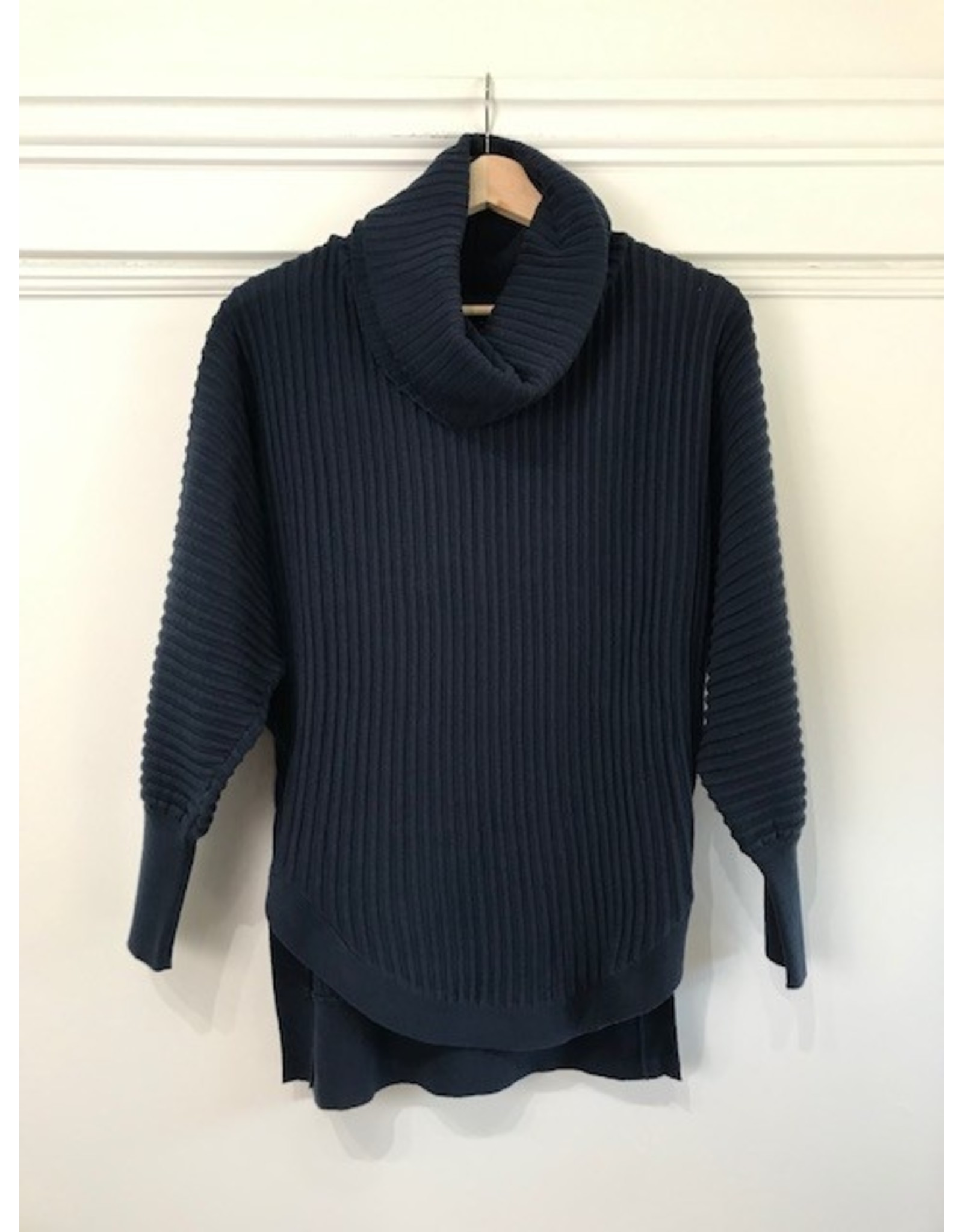 Papillon Papillon - Ribbed sweater with cowl neck (navy)