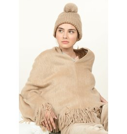 Molly Bracken Molly Bracken -  Cable knit pompom beanie (beige)