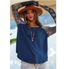 Greer - Top with contrast sleeves (navy)