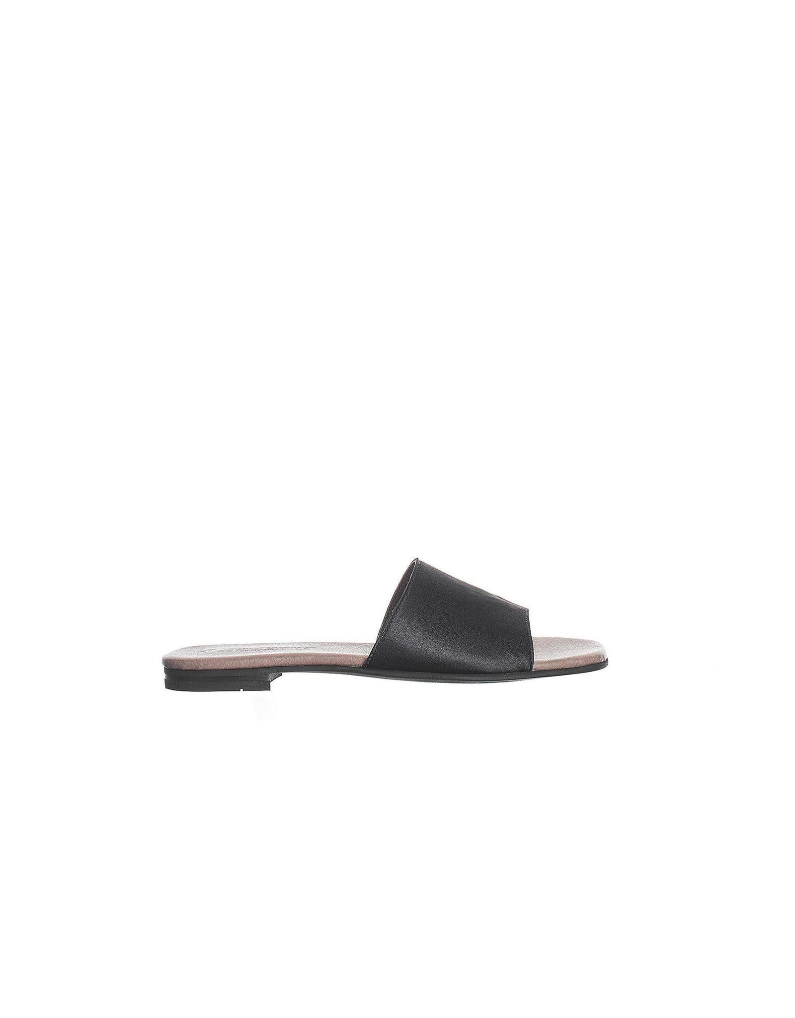 Ten Points Ten Points - Madeleine satin leather slide (black)