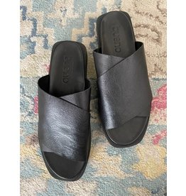 Bueno Bueno - Jesse slide sandal (black)