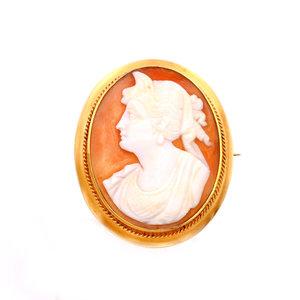 Elegant Vintage Cameo Brooch in 10k Gold