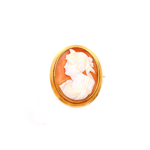 Elegant Vintage Cameo Brooch in 10k Gold