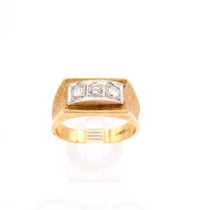 Antique 14K Gold Ring With Trio of Diamonds