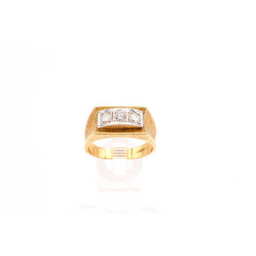 * Antique 14K Gold Ring With Trio of Diamonds