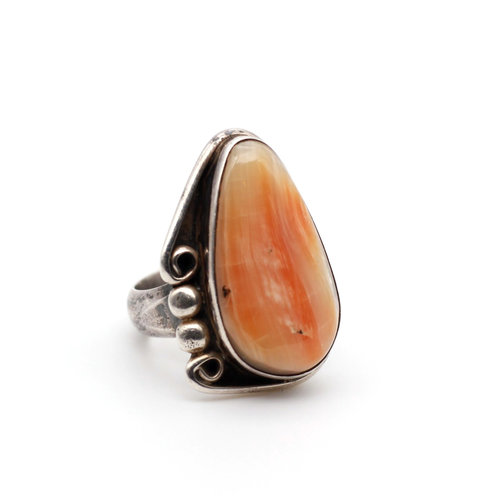 * Native American Sterling & Spiny Oyster Walking Bear Ring (8)