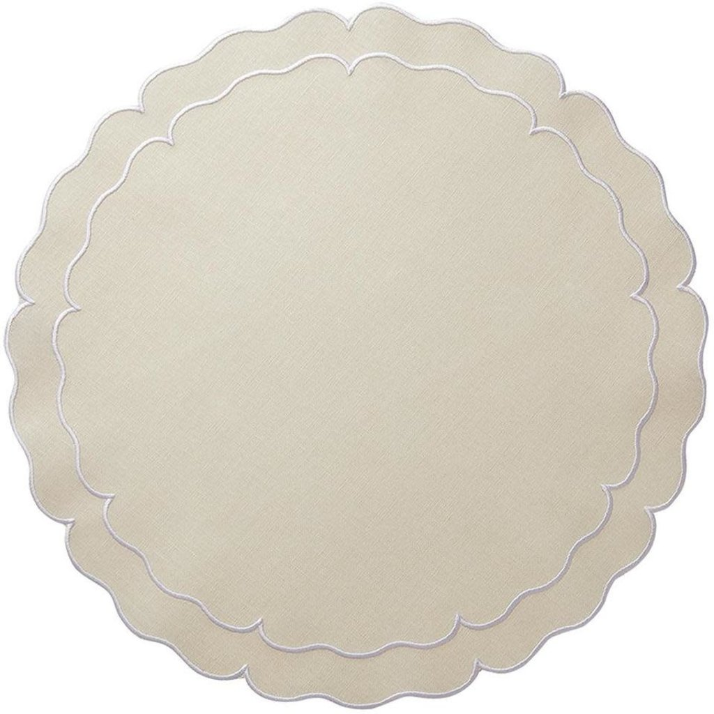 Skyros Designs Linho Scalloped Round Placemat Ivory and White