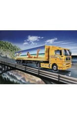 Italeri Italeri 3822 MAN with Sunshield trailer