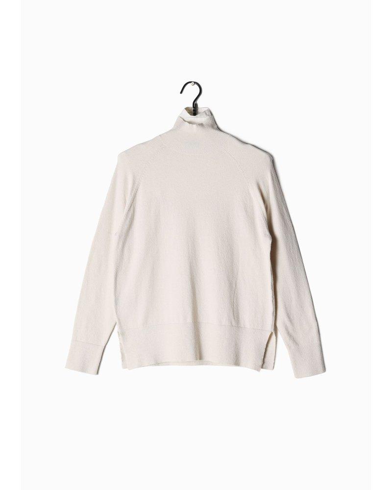 Look by M Ivory Basic Mockneck Sweater