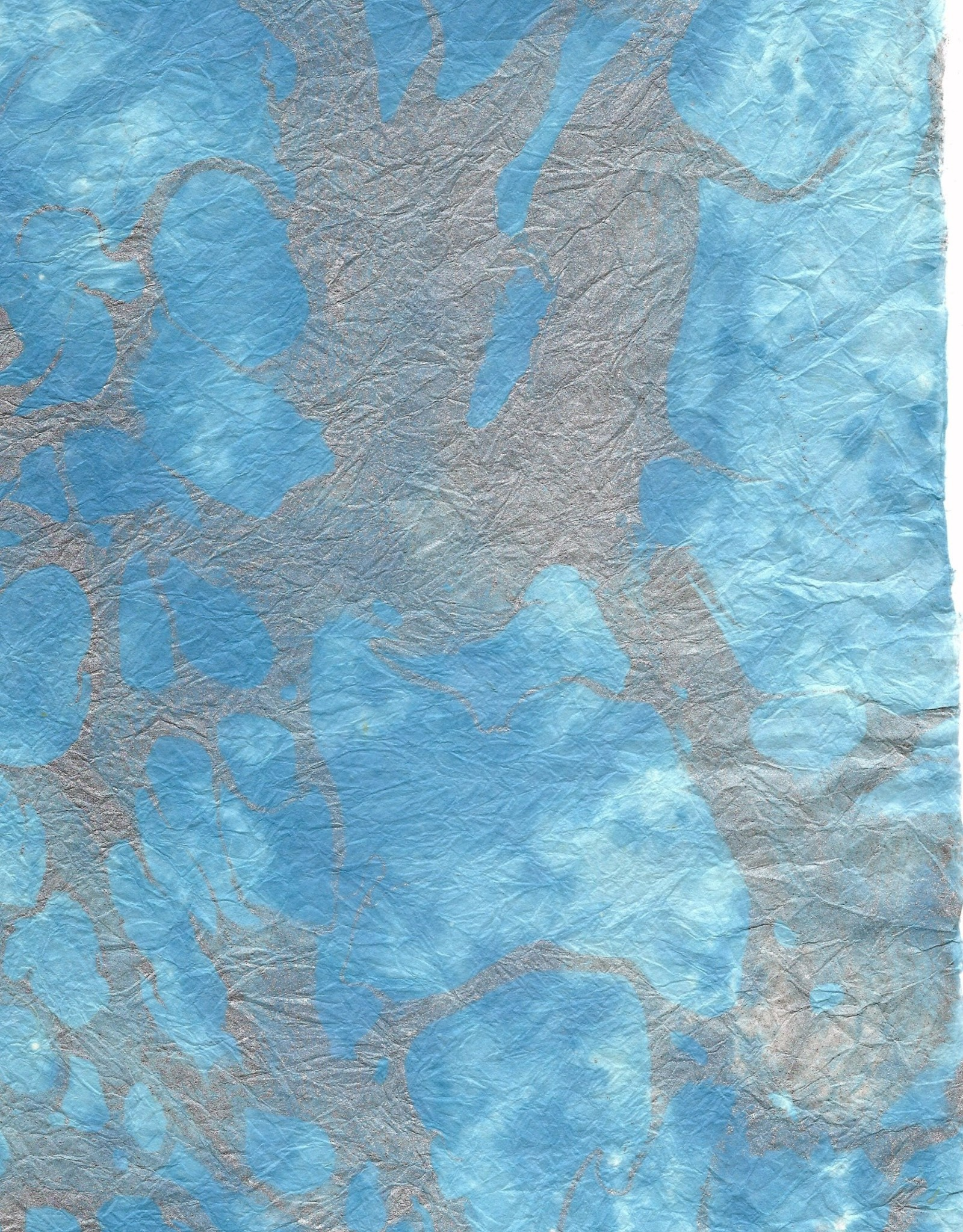 """Momi Marbled Sky Blue with Silver, 25"""" x 36"""""""