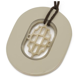 Vivo Oval Horn Pendant-Wheat Lacquer