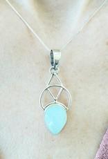 chalcedony pendant with design