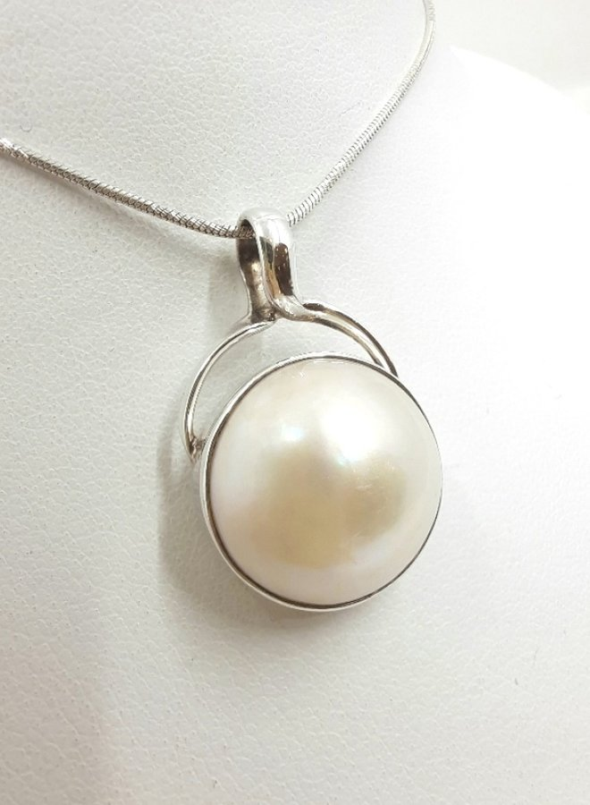 pearl necklace with silver chain