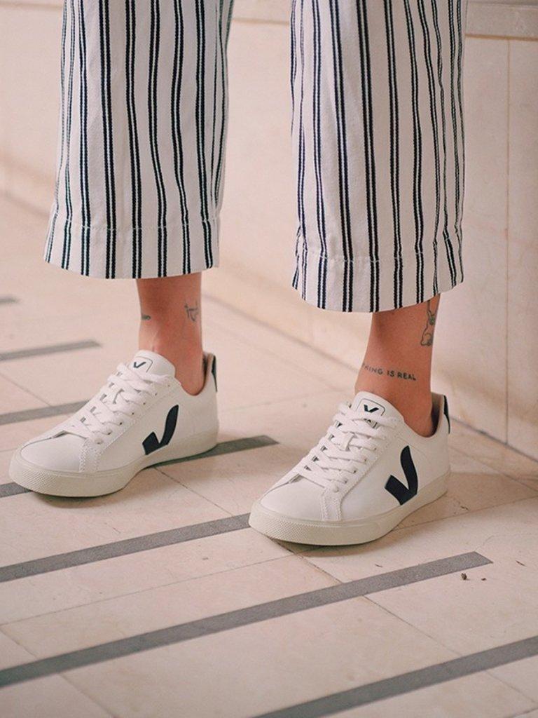 Veja - Esplar Low Logo Leather Sneaker