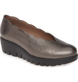 WONDERS - Scalloped Wedge