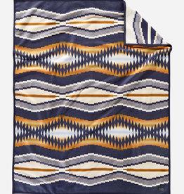 PENDLETON Crescent Bay Jacquard Robe Blanket