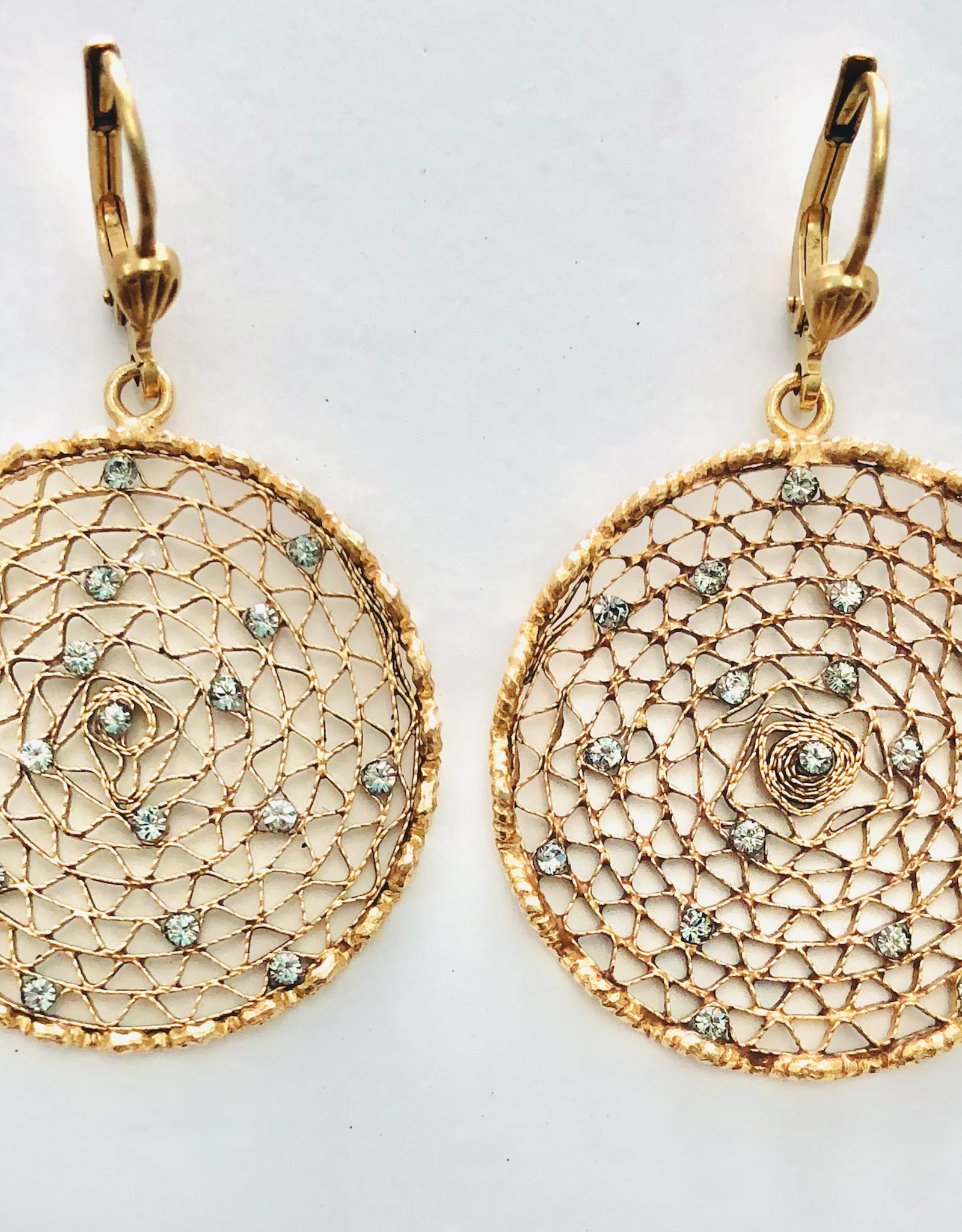 LA VIE PARISIENNE INC EARRING GOLD LACE SMALL WITH CRYSTAL