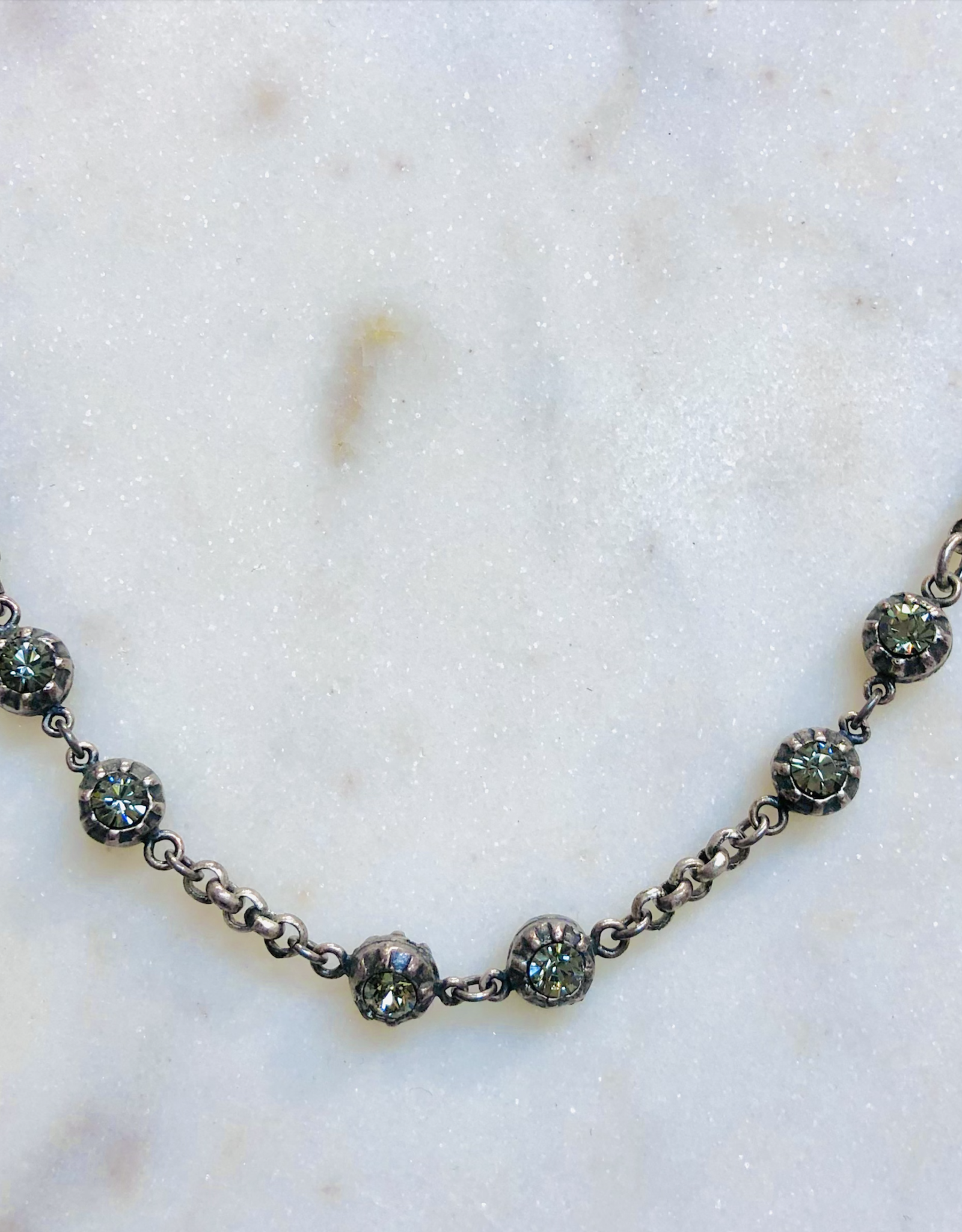 LA VIE PARISIENNE INC BRACELET KNOTTED CHAIN WITH RHINESTONE BEADS SILVER