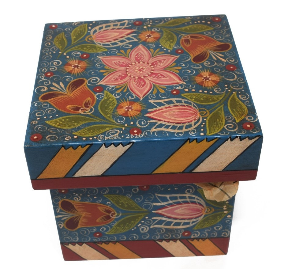 Square box, blue with tulips-2