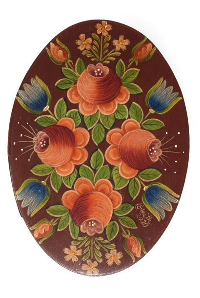Oval box dark wood with roses