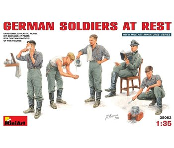 MiniArt German Soldiers at Rest (1/35)