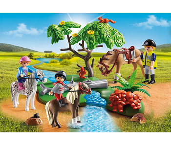 Country Horseback Ride (5685)