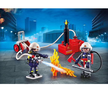 Firefighters with Water Pump (9468)