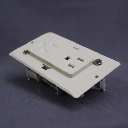Unbranded Single Gang 15A 125V Electrical Wall Outlet Receptacle